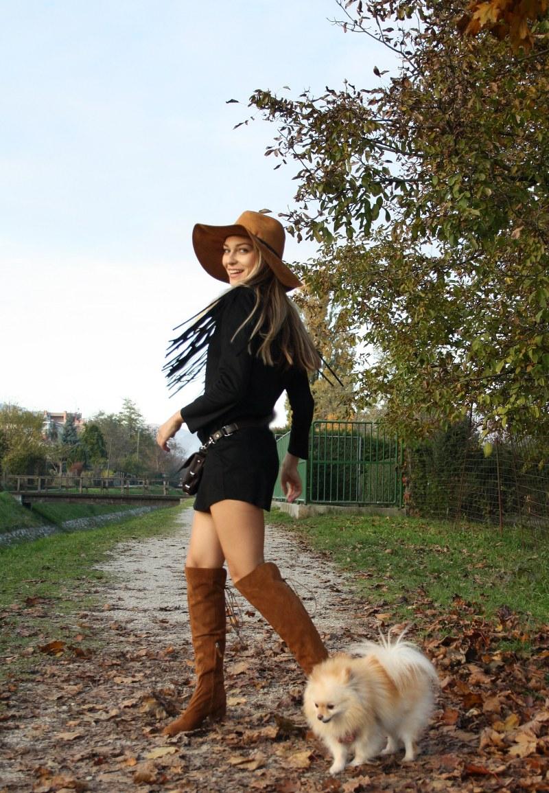 suede fringed little black dress, knee-high boots, pomeranian dog, suede hat, poppy bag, blond girl, country look, zara