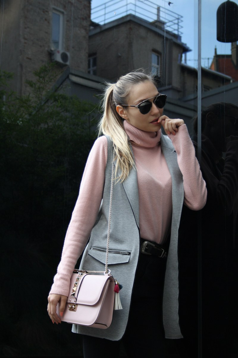 SLEEVELESS COAT, SKINNY JEANS, TURTLENECK, bag, valentino, valentino bag, pink pale color, gray comor, sunglasses, dior, top shop, bead iton, belt