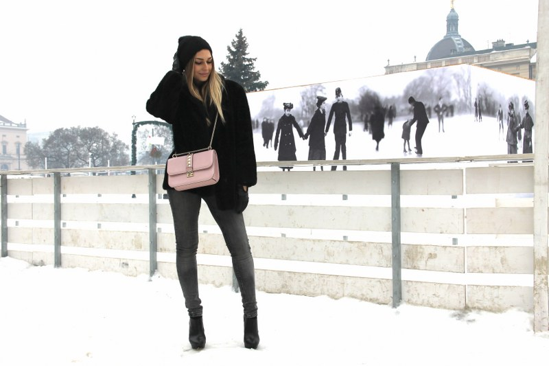 fur coat, skinny jeans, boots, zara, valentino, bag, hat, pink pale color, winter fashion,