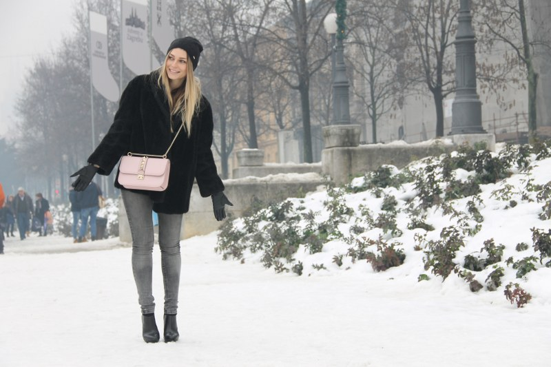 fur coat, skinny jeans, boots, zara, valentino, bag, hat, pink pale color, winter fashion