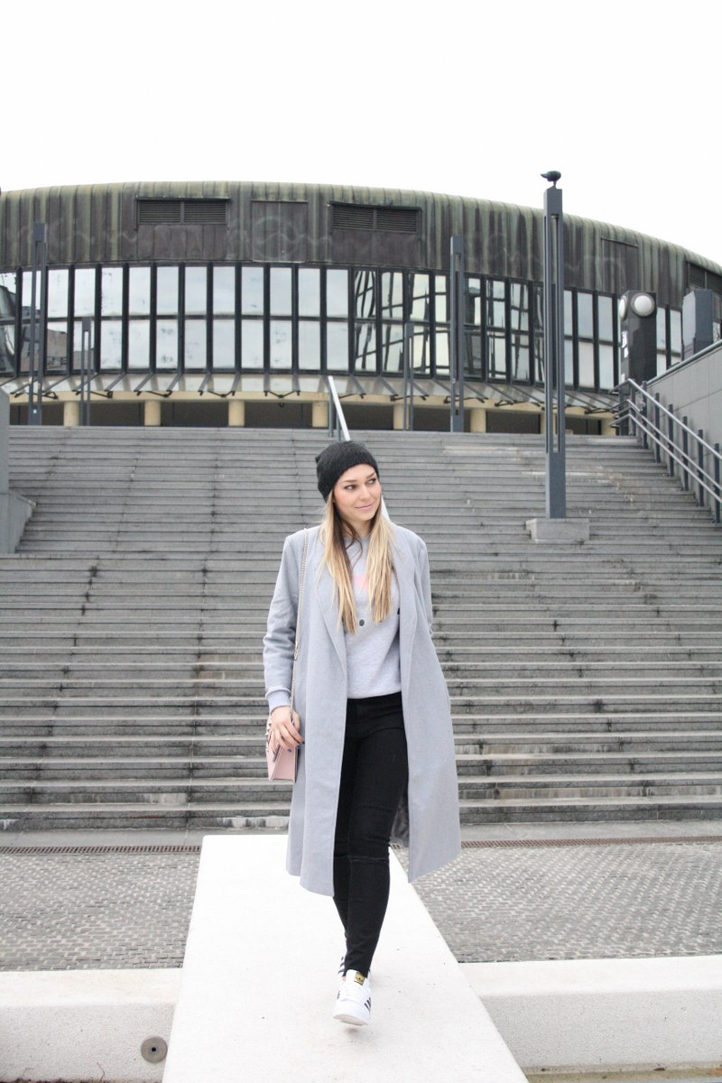 coat, oversized coat, valentino bag, bag, skinny jeans, hat, sneakers, adidas superstar, cozy