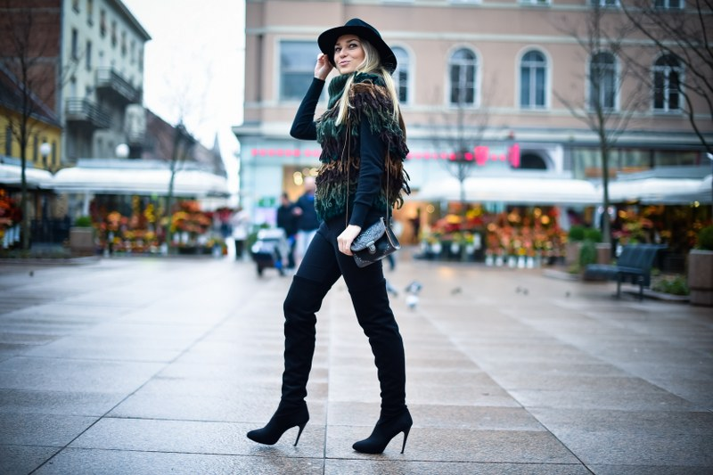 black skinny jeans, skinny jeans, over-the-knee boots, bag, zara, sweater, hat, hm