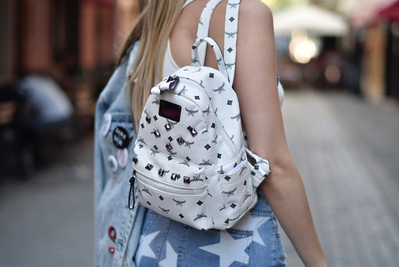 las vegas, sonja kovac, sonja kovač, snapchat, backpack, oxford platform shoes, oxford platforms, sunglasses, SAINT LAUREN, denim jacket, denim jacket with patches, crop top, shorts
