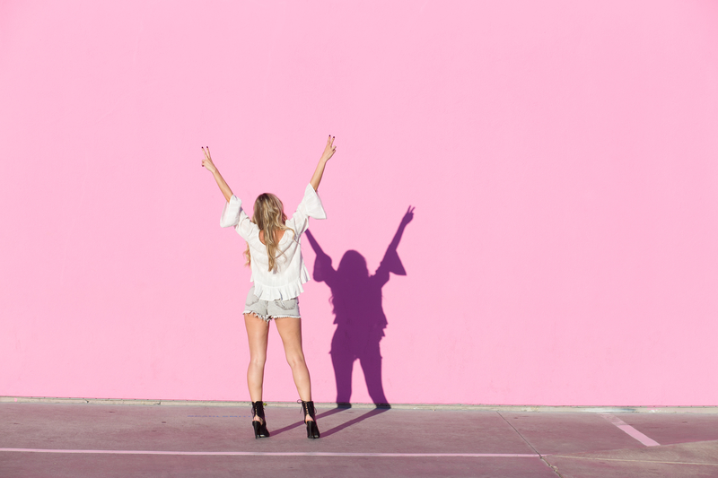 LA, pink wall, paul smith, paul smith pink wall, los angeles, top, off the shoulder top, zara, shoes, shorts, girly, california girl, california, necklace