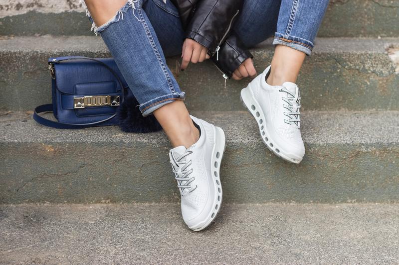 X sneakersX ecco sneakersX eccoX ripped jeansX t-shirtX nakdX nakd tshirtX ecco cool 2.0X springX ecco trainersX leather jacketX jeansX bagX proenza bagX proenza schouler