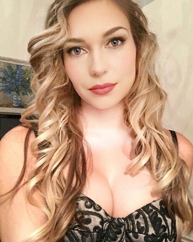 beauty make up glam lace dress croatian actress selfie