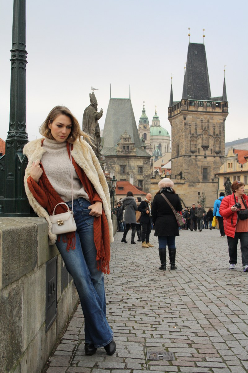 prague, charles bridge, christmas market, christmas time, christmas tree, coat, zara, sweater, massimo dutti, denim flares, scarf, h&m, bag, candy bonbon bag, furla, booties