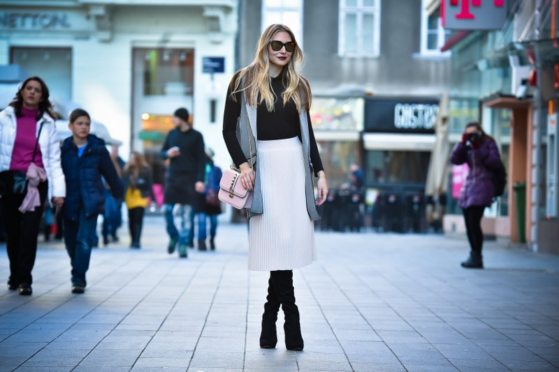 pleated skirt, zara, SLEEVELESS COAT, top shop, boots, bag valentino, sunglasses, fendi sunglasses, pink pale color, turtleneck