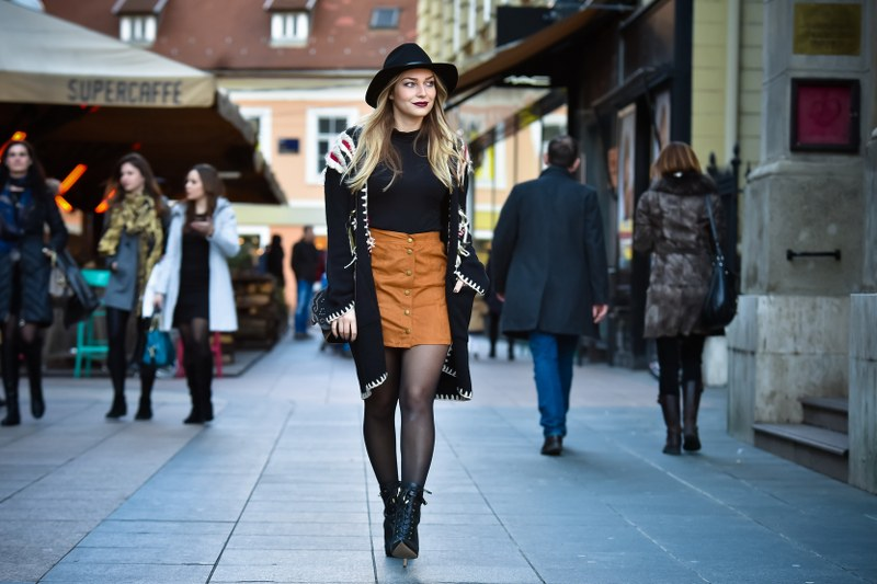 a-line skirt, bag, boho, boots, coat, dark lipstic, sam edelman, skirt, street style, street style fashion, suede, sweater, zara