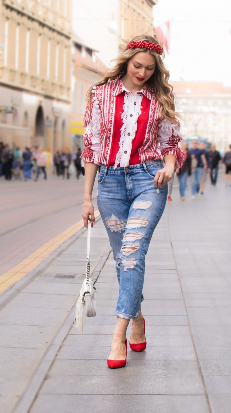blouse, shirt, ethnic, crown, pom pom, boho style, red colour, video blog, youtube, ethno blouse, ethno shirt, ethnic style, robert sever, jeans, zara, pumps
