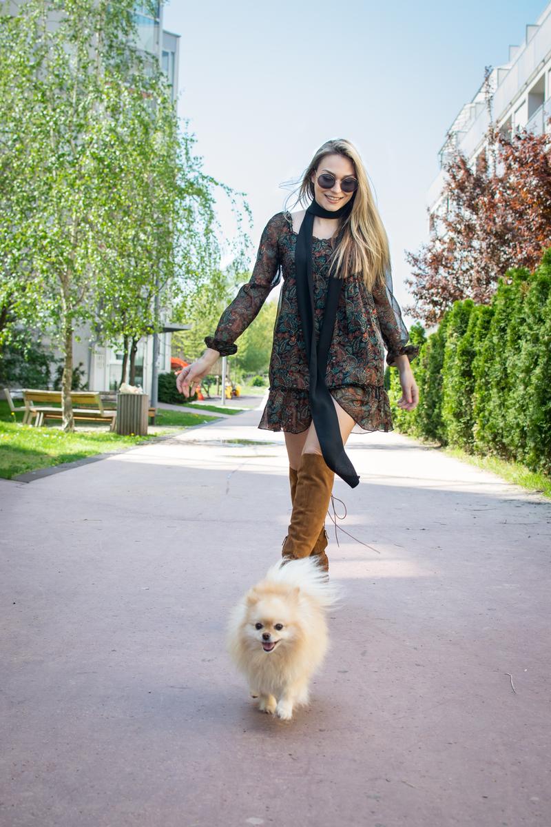 coachella, boho, bohostyle, dress, floral dress, boots, skinny scarf, sunglasses, miumiu, zara, street style