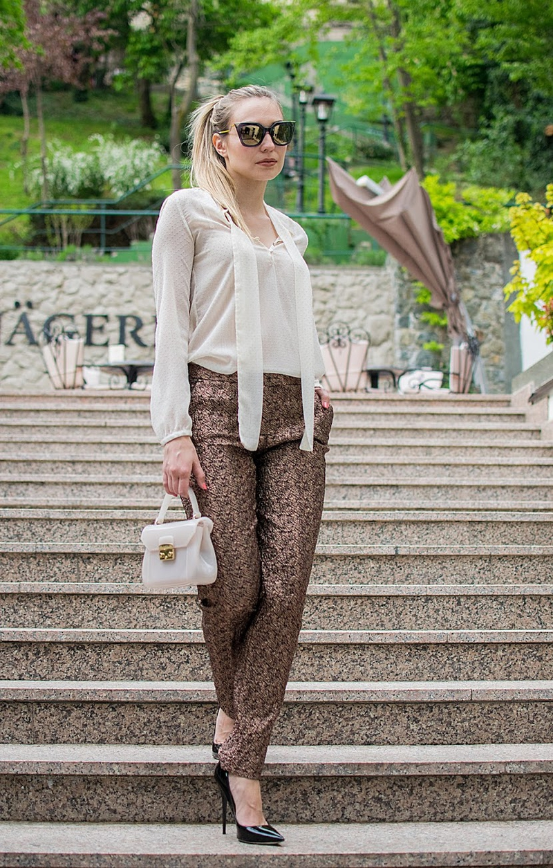 pants, elegant pants, hlače, elegant hlače, sonja kovac, sonja kovač, blouse, blues, zara, naočale, fendi, sunglasses, pumps, visa peta, štikle, high heels, hlače na crtu, bag, furla bag, torba, jimmy choo shoes, cipele
