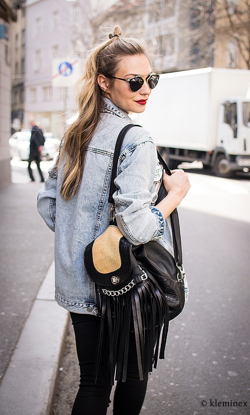 sonja kovac, sonja kovač, oversized denim jacket, denim jacket, denim jacket with patches, patches, stickers, backpack, choker, choker necklace, funky style, dior sunglasses, sunglasses, trader jakna, traper jakna sa bedževima, jakna sa bedževima, beževi, naljepnice, dior naočale, ruksak, čoker