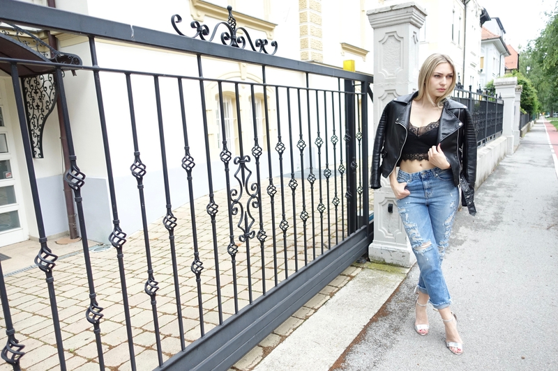 mom jeans, jeans, high heels, jacket, leather jacket, šaptač cipelama, pull<script srcset=