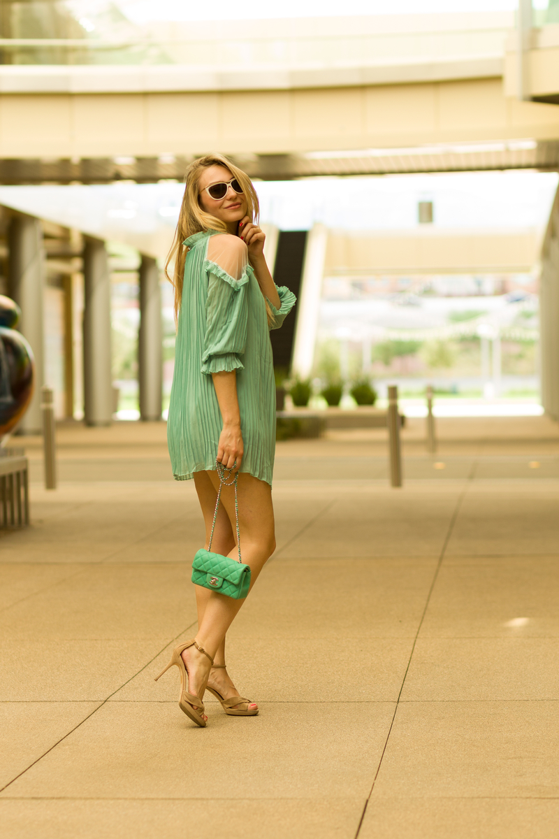 dress, sonja kovac, green dress, jimmy chop shoes, channel bag, chanel bag, sunglasses, saint laurent