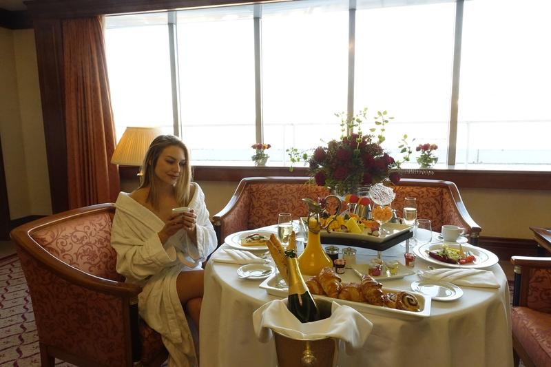 X sheraton hotel zagrebX sheraton hotelX hotelX presidential suiteX predsjednički apartmanX hotel sheratonX breakfastX doručakX jacuzziX hidromasažna kadaX breakfast in bedX doručak u sobuX travelX putovanjaX travel bloggerX bloggerX sonja kovac
